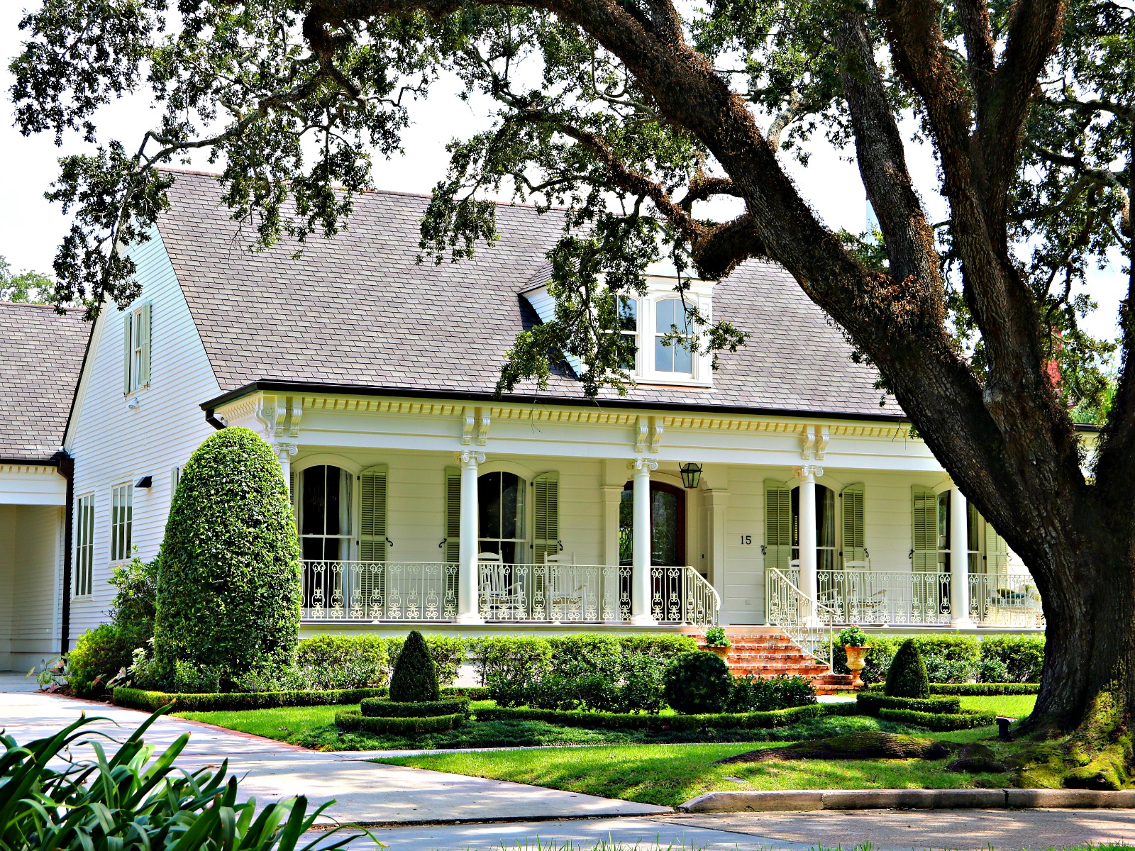 Old Metairie has many different designs of Homes